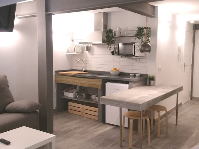 4B CASUAL-CHIC STUDIO IN THE HISTORICAL CENTER