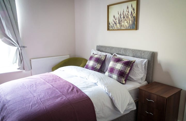 Nice spacious room in cousy house
