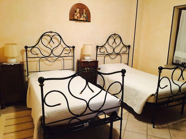 Agriturismo La Ca 'd Majin - Fiordaliso - Poirino - Bed & Breakfast