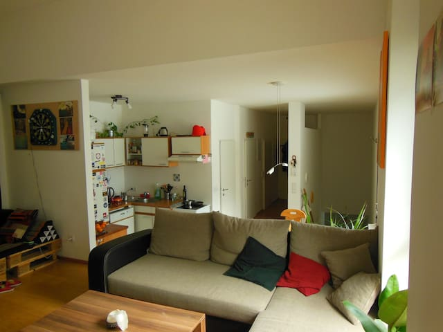 very cozy flat close to the subway