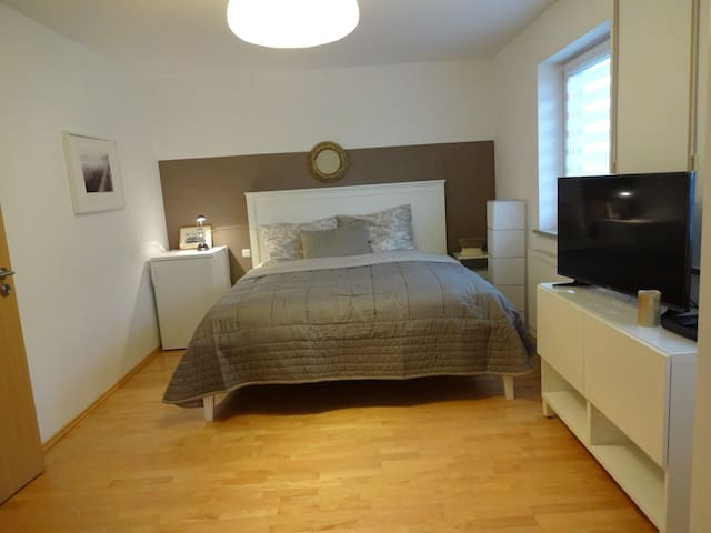 Beautiful Room near to SBahn Munich - Vierkirchen - Talo