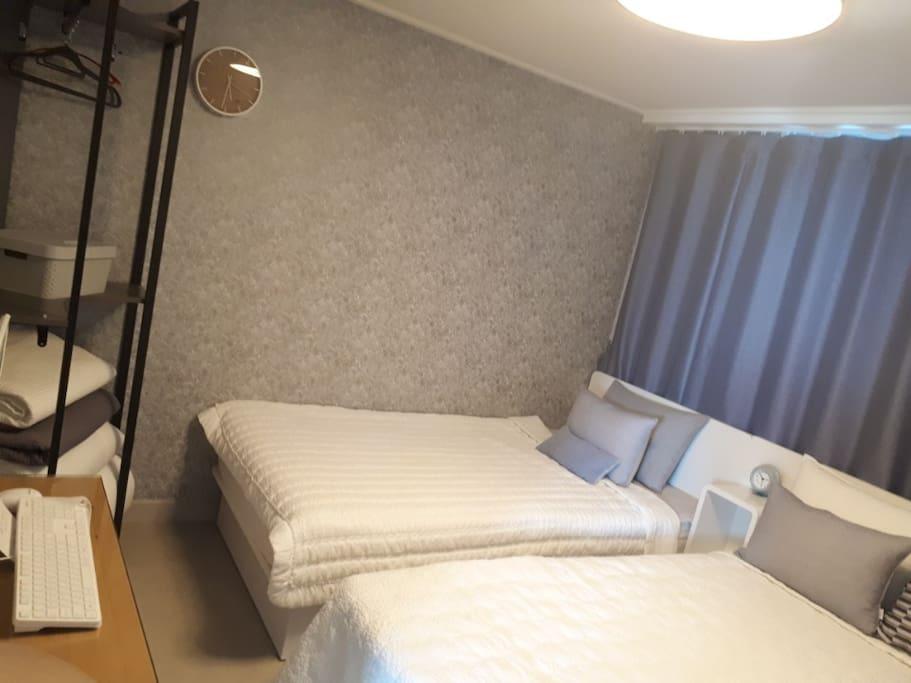 깨끗하고 편안한 침구와 침대