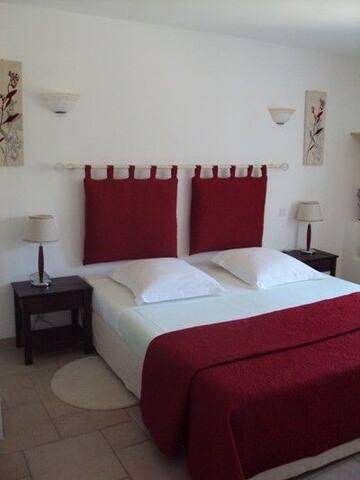 La chambre avec lit en 180