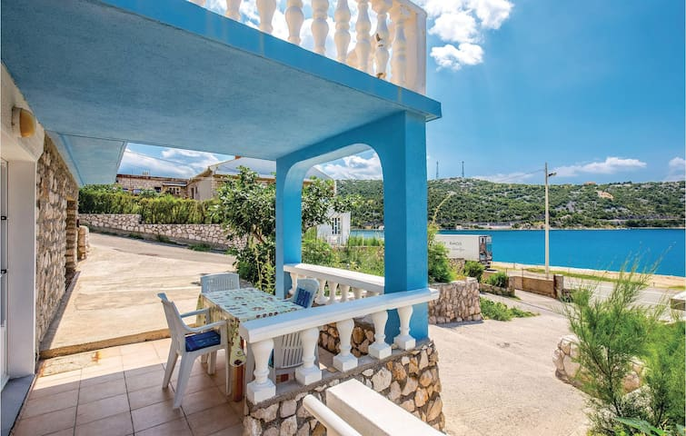 Holiday apartment with 2 bedrooms on 32m² in Bakarac