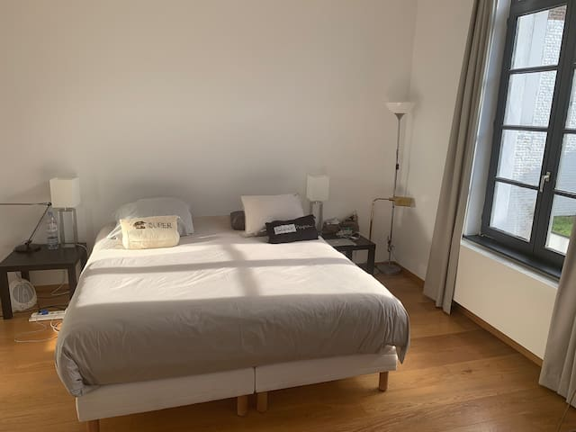 Big and quiet room in Ixelles (Chatelain)