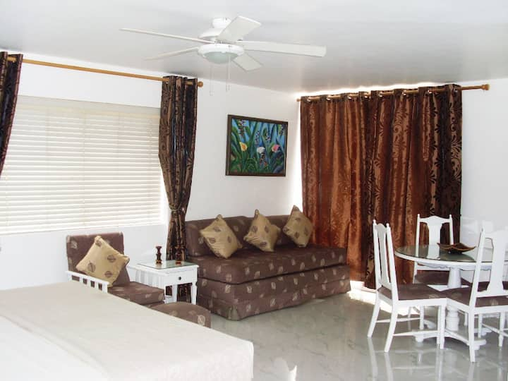 Stunning Studio Apartment & Balcony in Ocho Rios