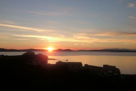 BAJA SARDINIA panoramico vista Maddalena e Caprera - 阿爾扎凱納 - 分時度假住宿