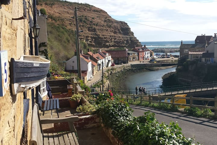 Fisherman's cottage + stunning view over Staithes