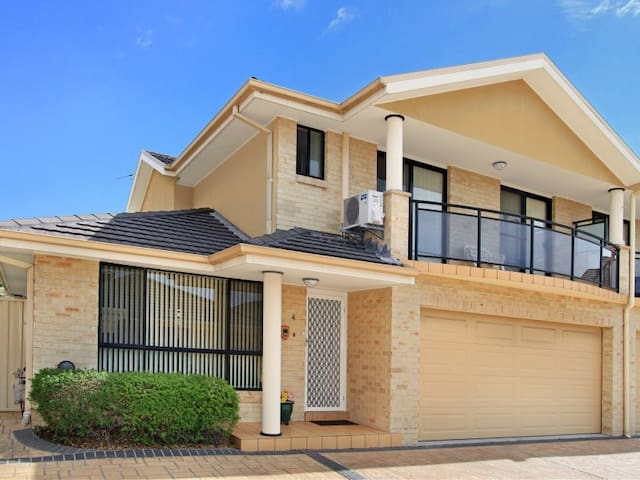 Ocean view house near Wollongong - Balgownie - 別荘