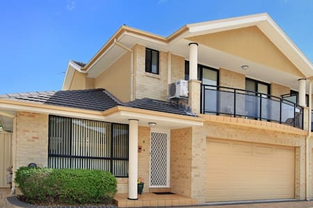 Ocean view house near Wollongong - Balgownie - Huvila
