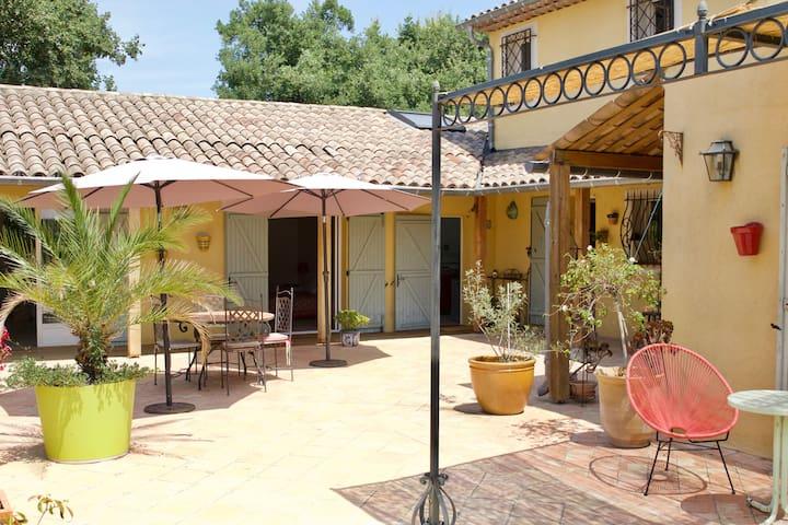 Appartement dans villa avec piscine à Opio