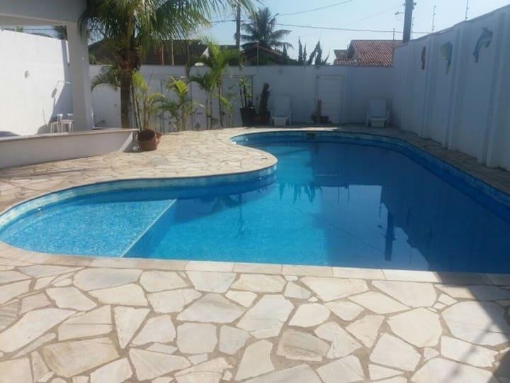 Casa de praia Itanhaém até 20 pessoas.