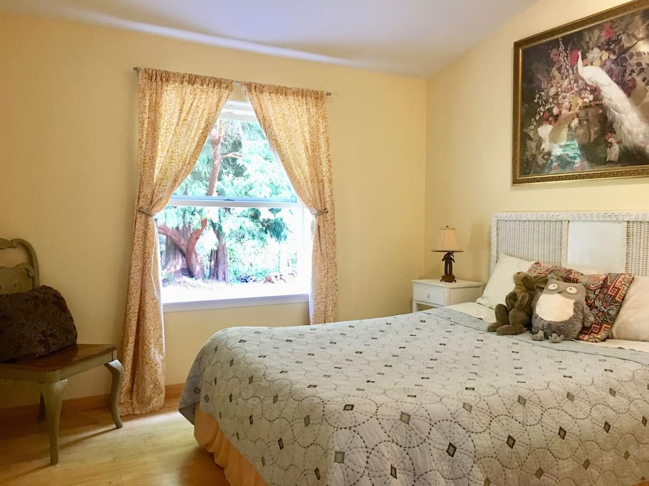 The cheery guest room