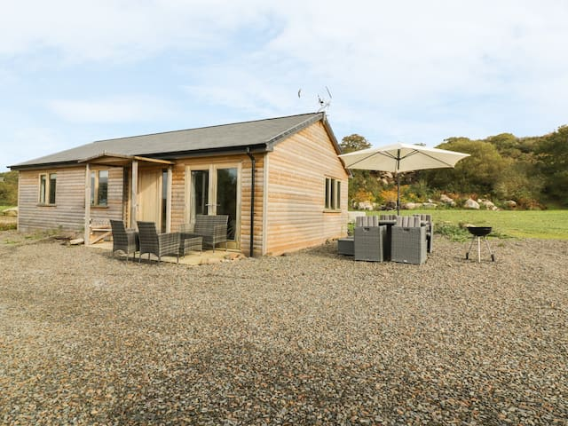 TRESSA, TOR DOWN QUARRY, pet friendly in St Breward, Ref 962968