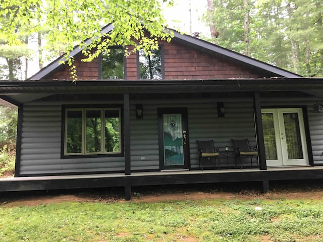 Secluded Cabin w/Hot Tub, 10 mi from downtown