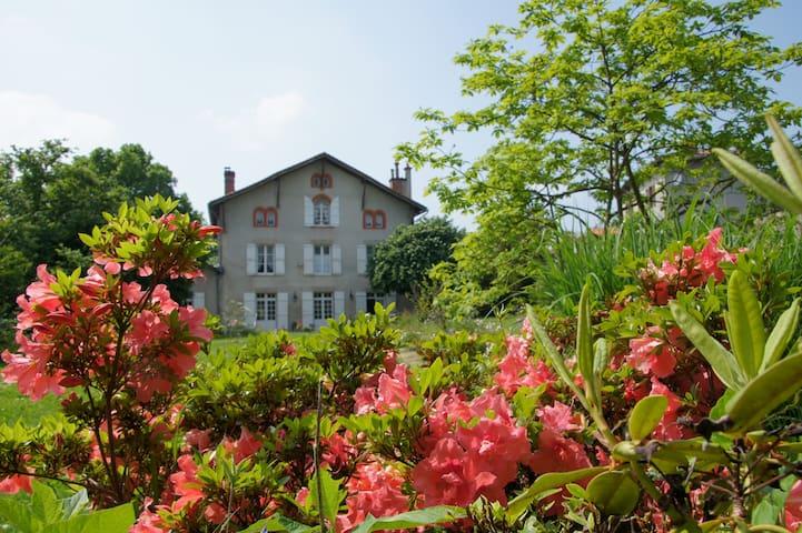 Le Clos de la Muse Chambres d'hôtes Saint-Junien - Saint-Junien - Guesthouse
