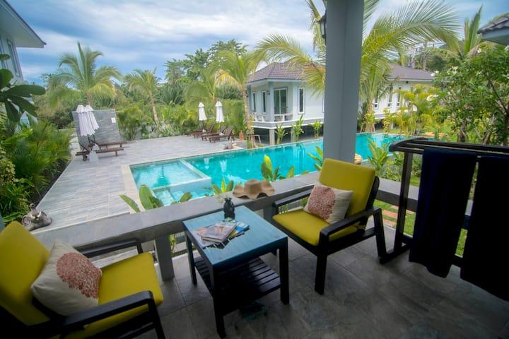 Gorgeous Poolside Villa 'Bougainvillea'