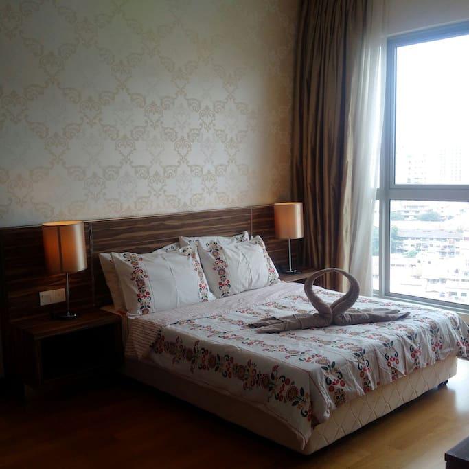 Master bedroom with queensize bed