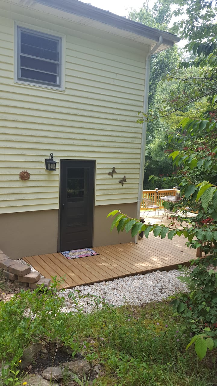 Eco Friendly Guest Suite Close to Area Attractions