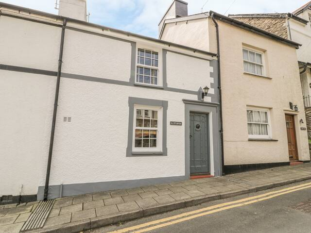 TY GWYN, pet friendly, with open fire in Aberdovey, Ref 30784