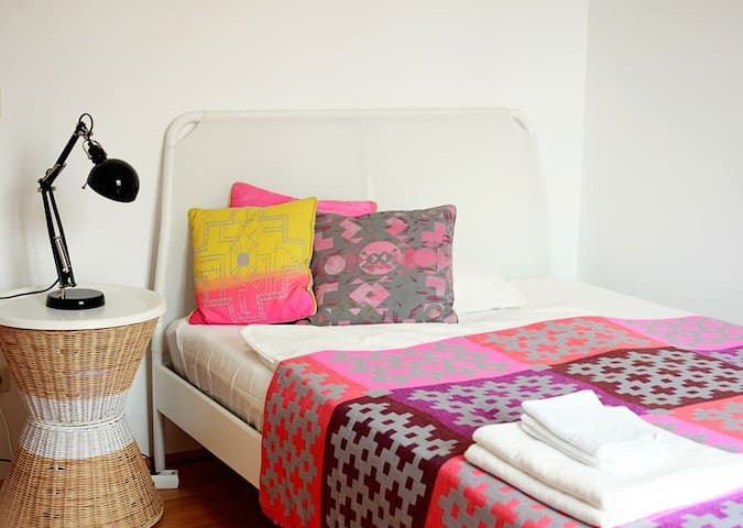 The bed is 140cm wide: DUKEN by Ikea. Nightstand SANDHAUG by Ikea and throw by HAY.