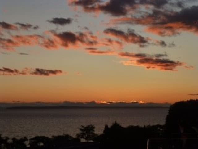 Welcome  -  Sunset at Beachview