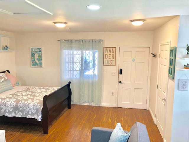 Cozy NoHo Guest House