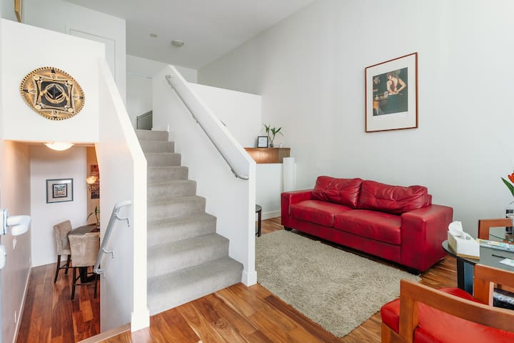 Explore Vancouver in a Beautiful Trendy Townhouse