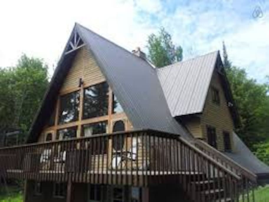 Lakefront cottage in laurentians cabins for rent in for Laurentian mountains cabin rental