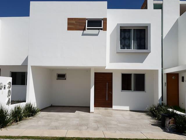Casa entera 5 min de Softtek y Tec de Monterrey