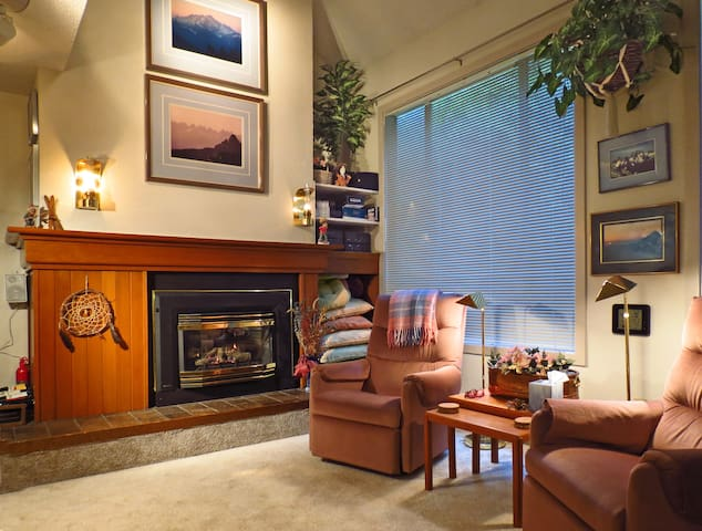 COZY/LUXURY Mt. Baker Snowater Resort townhome+++ - Glacier