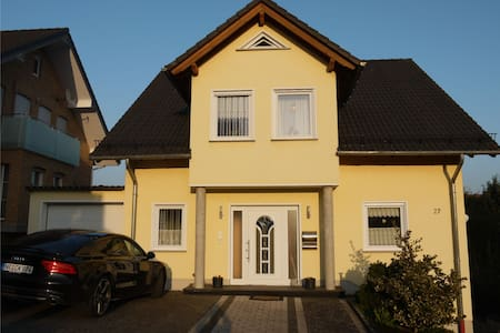 Ferienwohnung Jahrsfeld - Straßenhaus - Wohnung