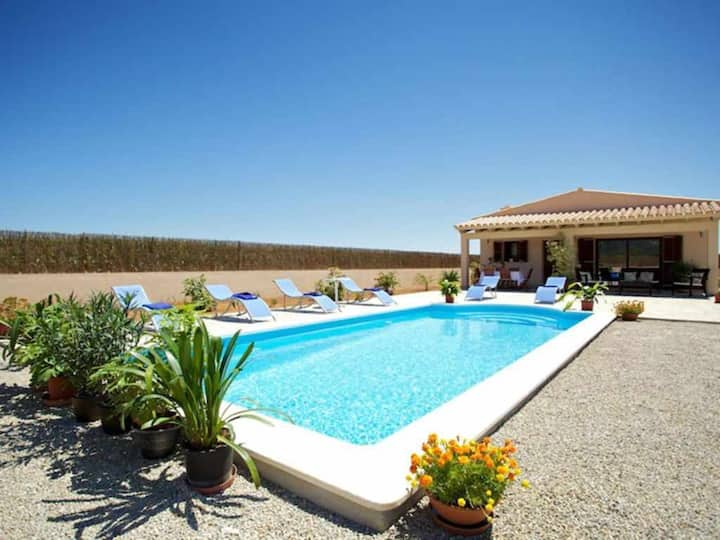 Nice modern country house with pool for 6 + 1 people