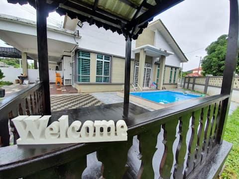 Mak Inn Village BKE -PrivatePool/BBQ/4Bed/TownArea