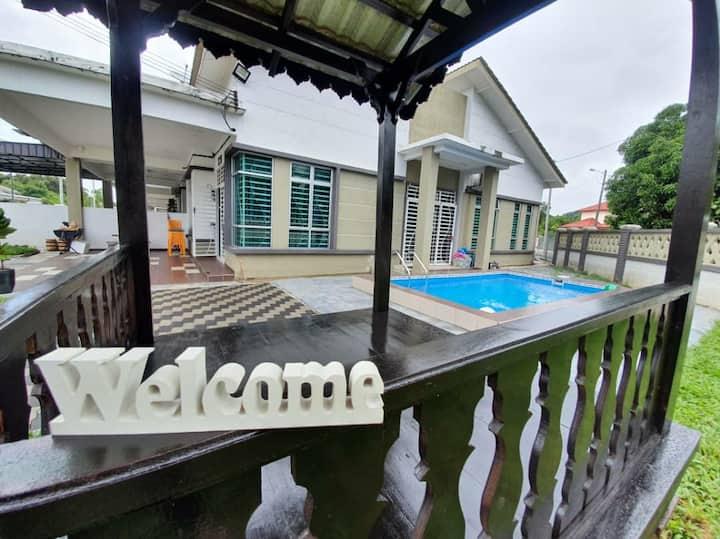 Mak Inn Village -PrivatePool/BBQ/4Bedroom/TownArea