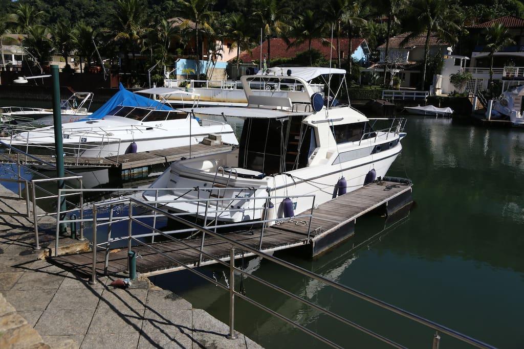 "Pier privativo para 1 lancha de 35"""