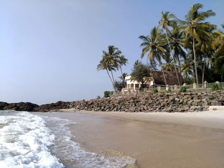 THE OUTRIGGER - Beachfront Villa, Exclusive Escape