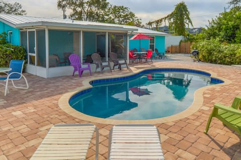 Siesta Key 'Pool View'  private beach available King Bed
