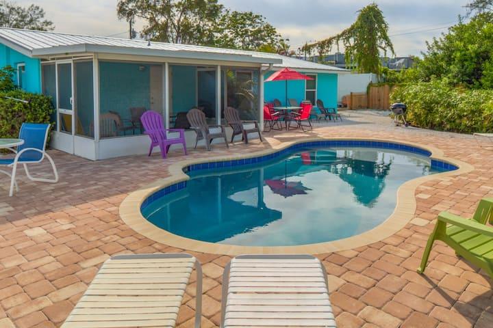 Siesta Key 'Pool View' 3 min to beach/bars King Bed