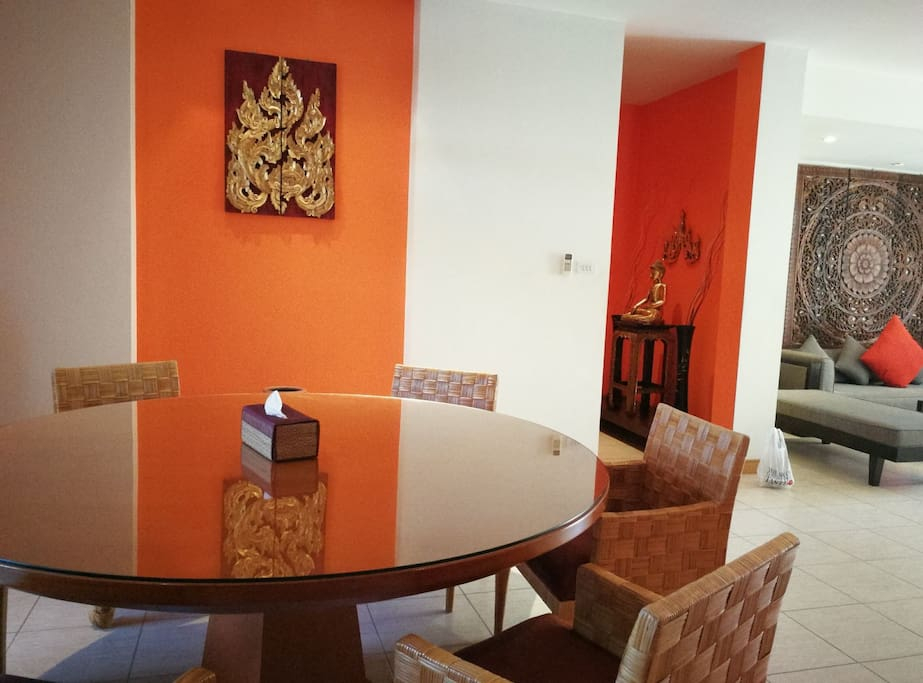 Fully equipped kitchen with dining table for 6 next to living area