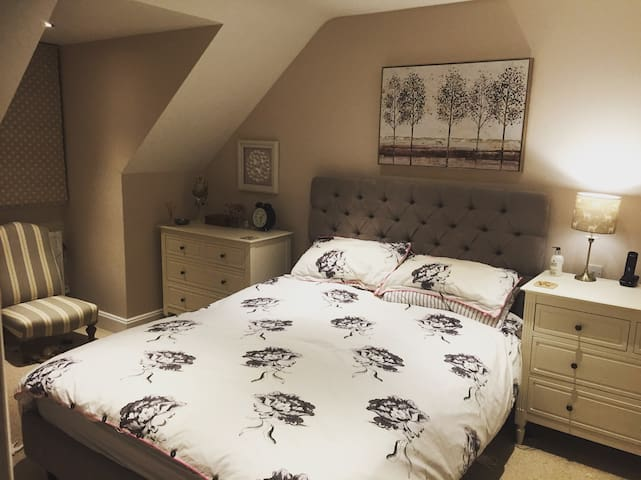 Beautiful Bucks home, sleeps 6+, close to London