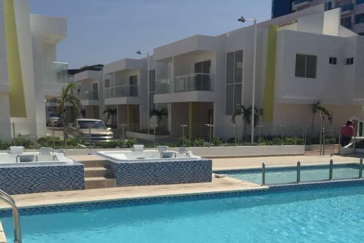 Casa de 2 pisos en Rodadero Sur a 300m de la playa