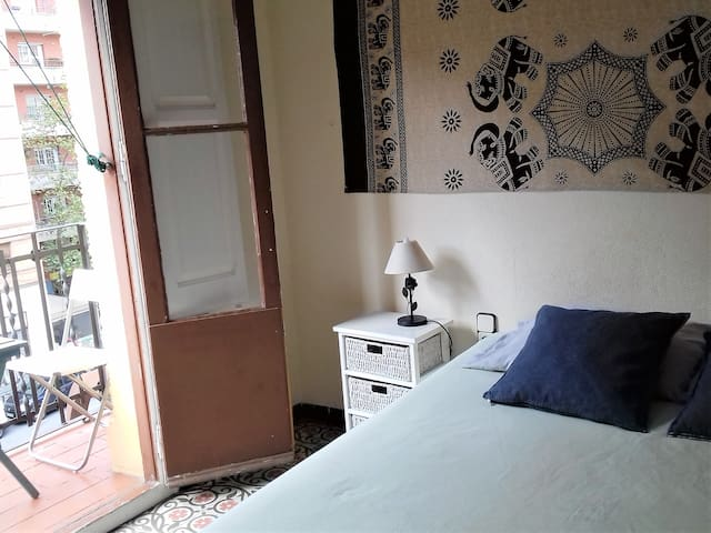 SUNNY DOUBLE ROOM WITH BALCONY  AND WIFI
