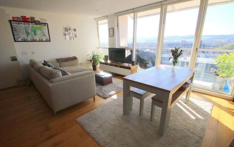 Private room in modern flat with views of Bristol