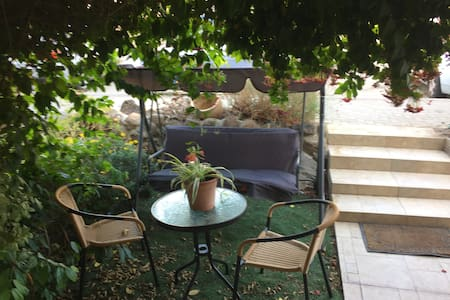 David's Place2Place BB&TourGuide - Qatsrin - アパート