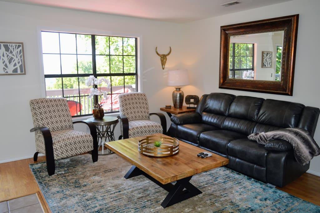 Living Room (middle floor)