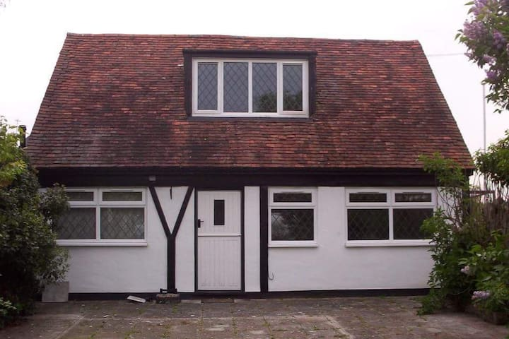 Self contained country cottage