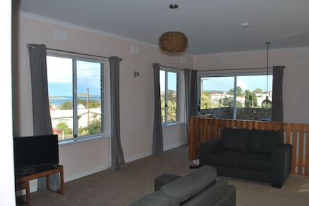 Apartment with Granite Island Views - Hayborough