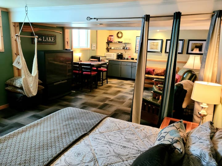 'Studio Suite 634'•private entrance• near downtown