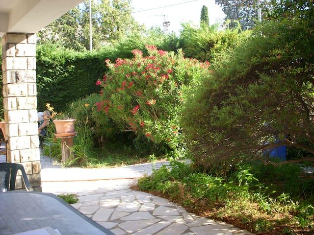 pas loin de la mer - Marignane - Rumah